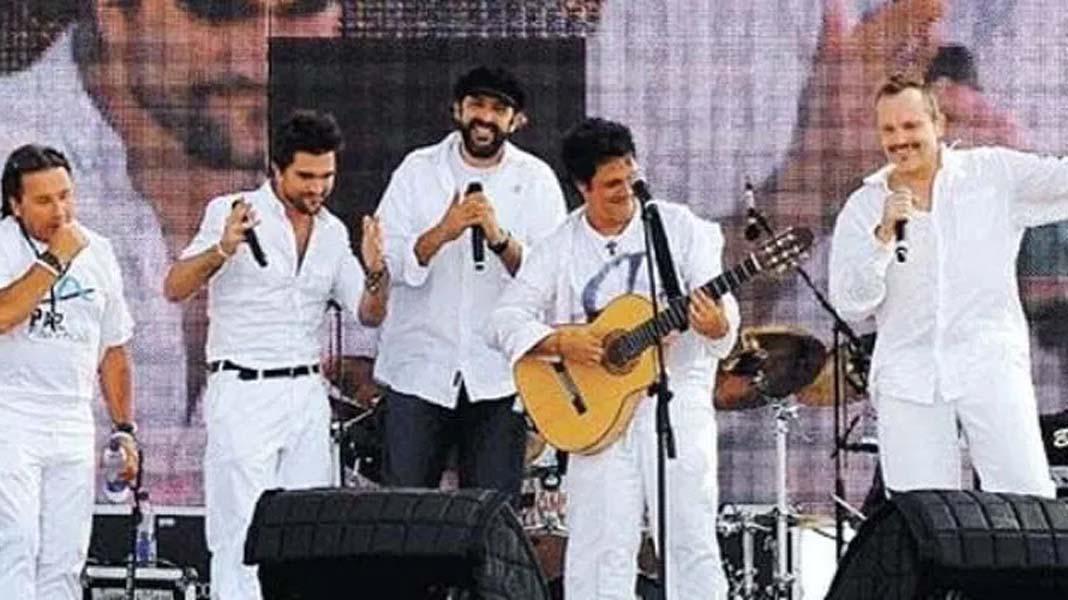 Juan Luis Guerra, al centro y con gorra, mientras participaba en el concierto de Cúcuta, tachado por el gobierno venezolano como parte del plan de agresión contra su país.